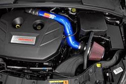 Der Hitzeschild und Filter wurden designt, um in dem ursprünglichen Airboxraum angebracht zu werden.