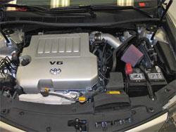 Ein K&N Lufteinlass installiert auf einem 2012 Toyota Camry 3,5 L.