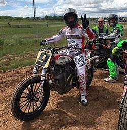 Jared Mees wartet in Vorfreude auf den Beginn der Harley Davidson Flat Track-Rennen auf der diesjährigen X-Games.