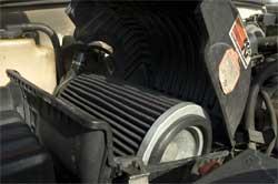 Das berühmte K&N Million Meilen Luftfilter in Carls Chevy Kleinlastwagen