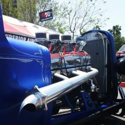 Der Klang der Megafon Headers zieht die Aufmerksamkeit schon viele Straßenblöcke entfernt auf den Pick-up Roadster.