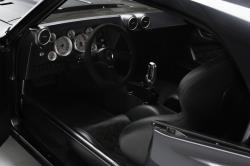 Wie in allen guten Rennwagen sind alle Kontrollen bequem vom Fahrer erreichbar.